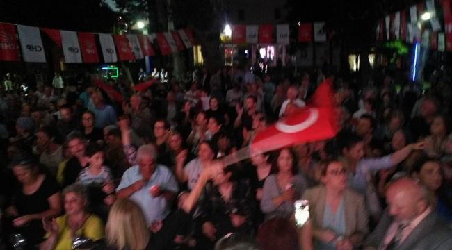 CHP ADAY TANITIM TOPLANTISI, MİTİNG HAVASINDA GEÇTİ...