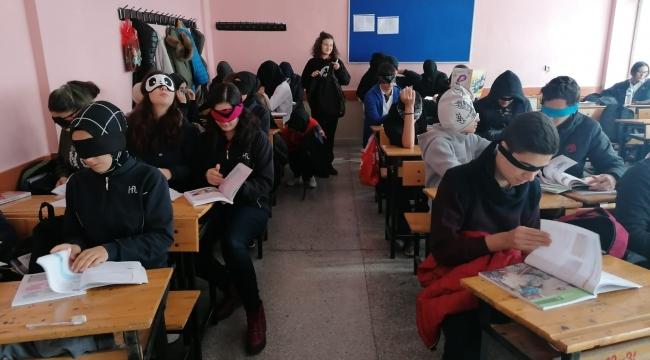 Hendek Anadolu Lisesi 3 Aralık Dünya Engelliler Gününde Empati Çalışması Yaptı.