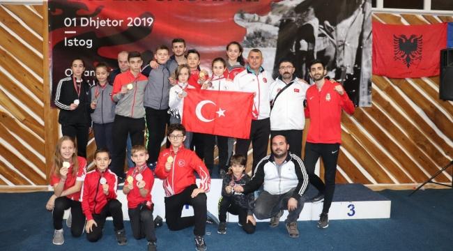 Karateciler Kosova'da 3 Madalya Kazandı...