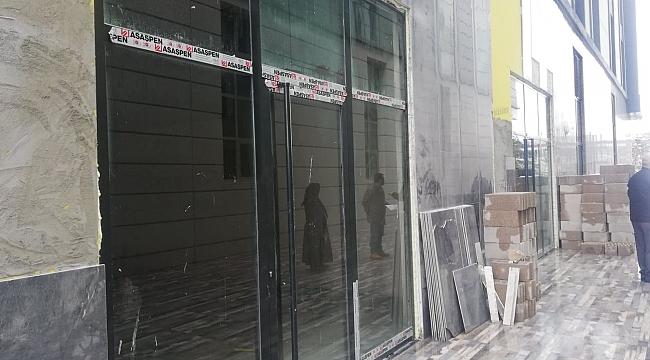 Eski Başkanın İş Merkezi Dükkan Doğurdu...