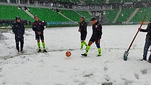 Sakaryaspor-Serik Belediyespor maçı kar yüzünden tehir edildi!