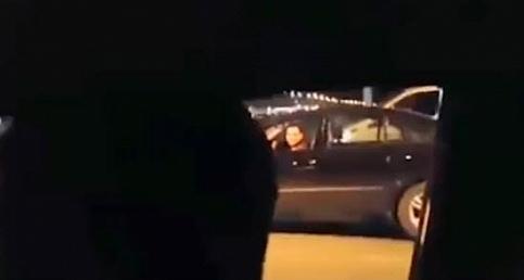 La gardaş ne taktınız bu arabaya! Tofaş'a yetişemeyen Mercedeslinin dramı